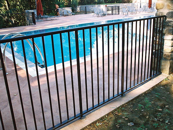 garde corps piscine barreaud m tallerie inox alu concept. Black Bedroom Furniture Sets. Home Design Ideas